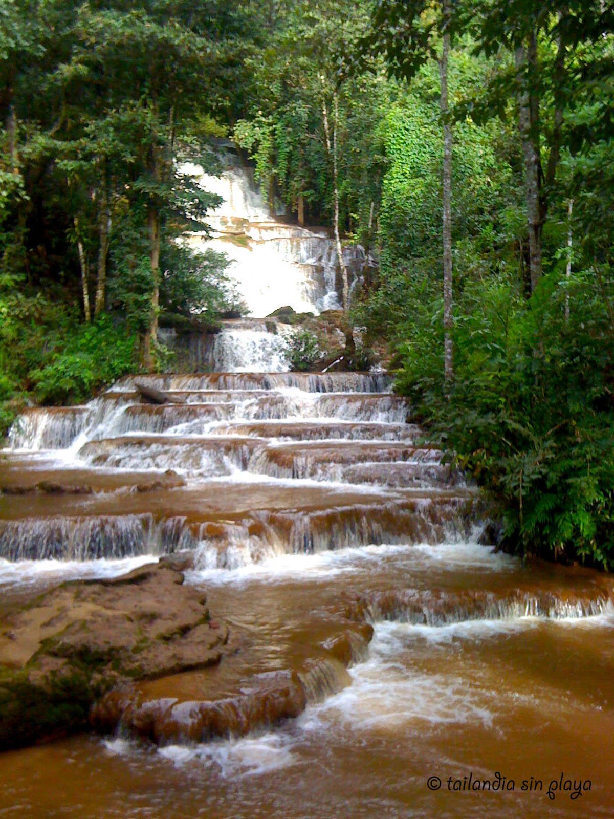 Te vienes de picnic tailandia sin playa for Piedras para cascadas