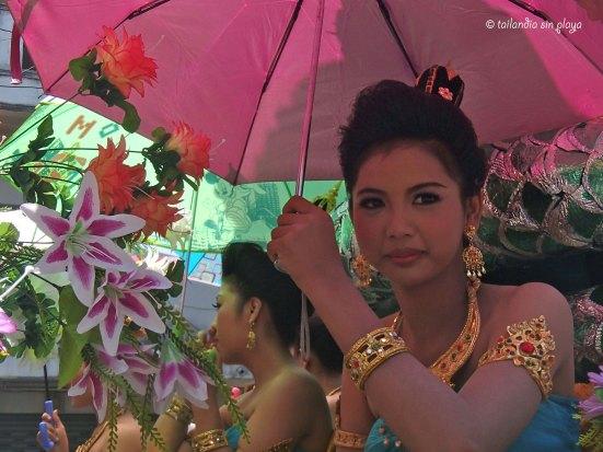 Chica tailandesa intocable al agua
