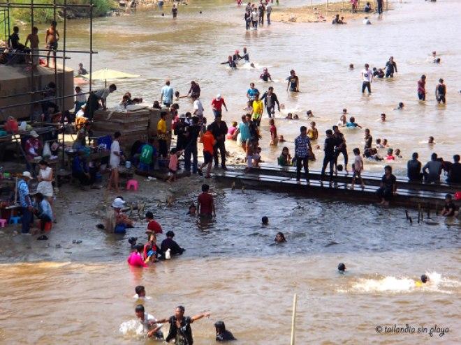 La fiesta sigue en el río Moei