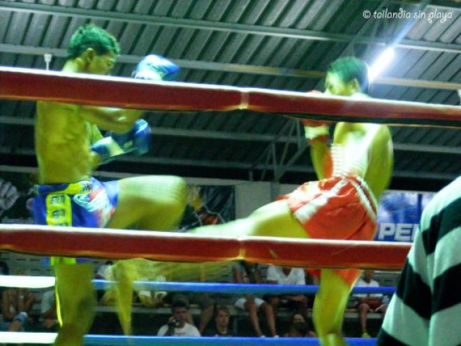 Combate de Muay Thai en Khao Lak