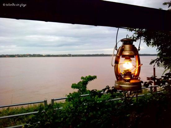 Luz en la orilla del Mekong