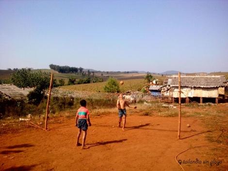chinlone en las comunidades birmanas