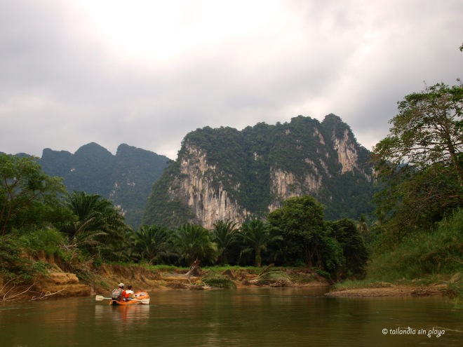 kayak eb el parque de Khao Sok