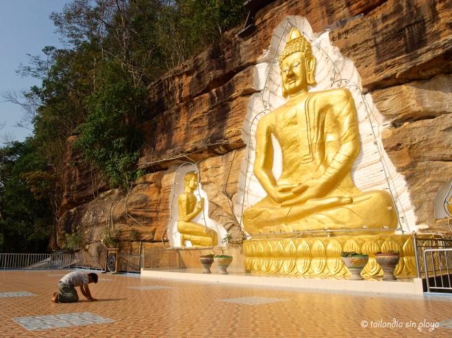 Templo en la montaña Ban Phu