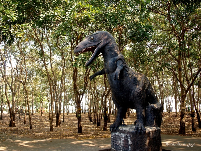 Dinosaurios en el parque