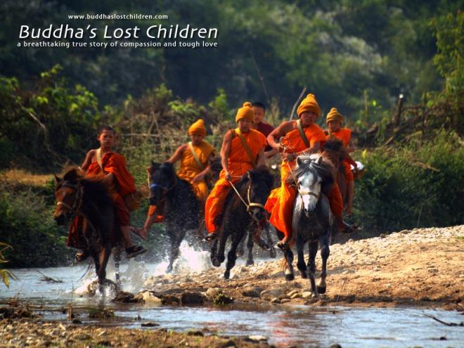 monjes novatos a caballo norte de tailandia
